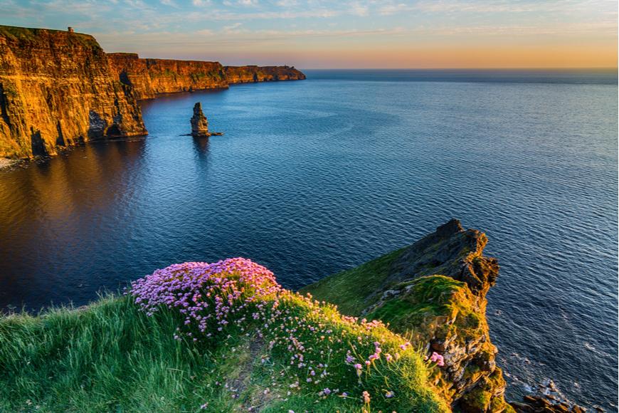 Los acantilados de Sunset Moher Irlanda.