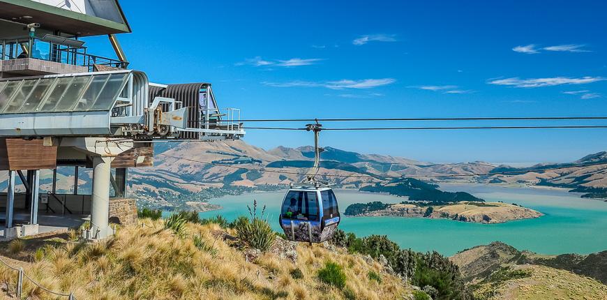 Vista aérea de la góndola de Christchurch y el puerto de Lyttelton desde las colinas de Nueva Zelanda