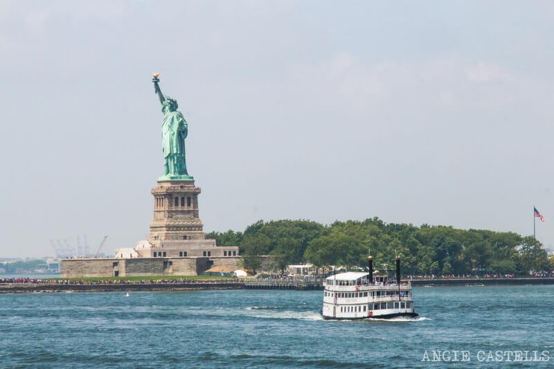 El ferry & # 39; Staten Island y la Estatua de la Libertad [1945909millones] </p> <p>  <strong> Esperamos que esta guía le ayudará en su visita a la Estatua de la Libertad y la Isla Ellis! En la parte trasera manera, se nos dice acerca de la experiencia 🙂 </strong> </p> <p>  <em> Artículo actualizado en febrero de 2020 y publicada por primera vez en & # 39; abril de 2016. </em> </p> <p><h5> <span><br /> código de confianza<br /> </span><br /> </h5> </p> <p>  Si usted compra a través de & # 39; algunos enlaces en & # 39; A Nueva York, nos dan una pequeña comisión.<br /> Así que podemos compartir con las guías y # 39; nada, independiente y sin anuncios. Gracias!<br /> La confianza de nuestro código. </p> <div class=