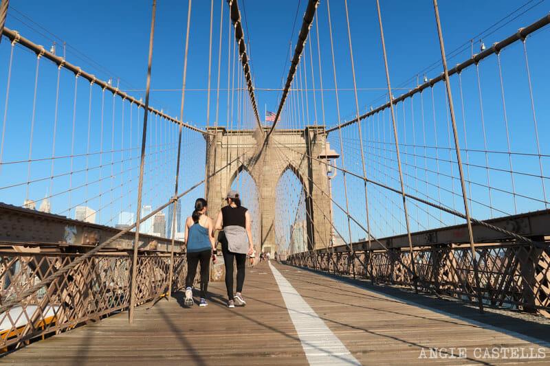 La pasarela peatonal y carril bici de un Brooklyn