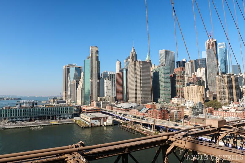 El horizonte & # 39; Manhattan al cruzar el puente & # 39; Brooklyn
