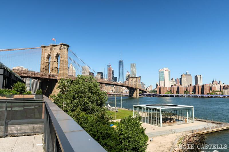 La terraza del Empire Stores y vistas al puente de Brooklyn