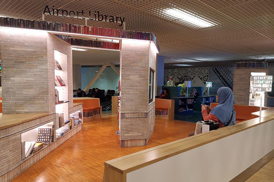 biblioteca del aeropuerto amsterdam schiphol.