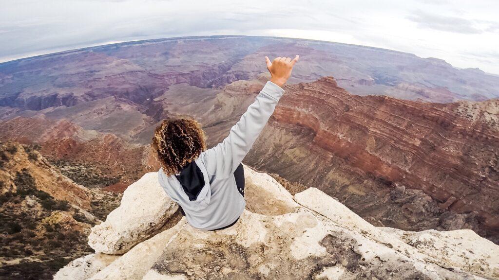 Una persona con vistas al Gran Cañón