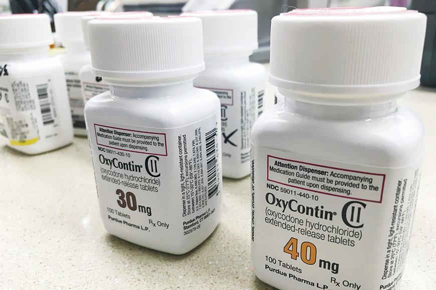 una botella de píldoras oxycontin