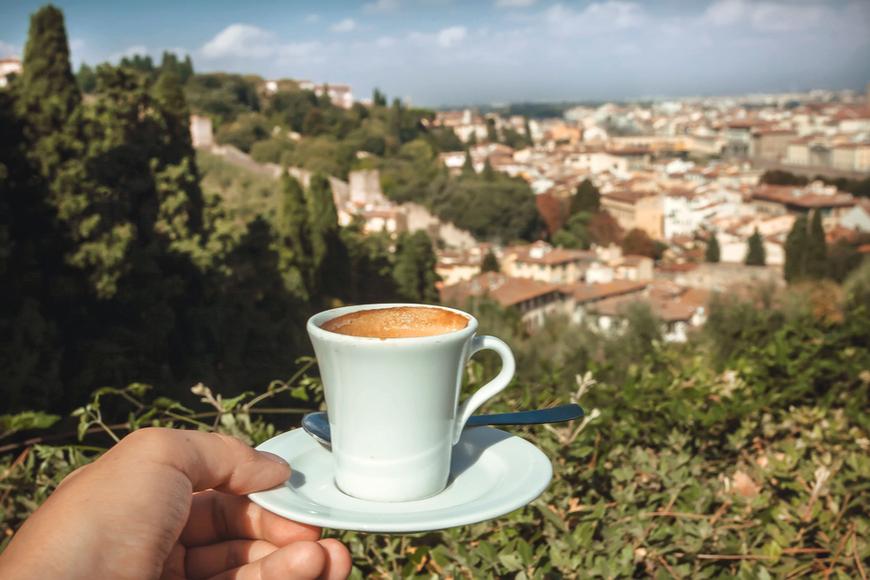 taza de café con vista de Florencia.