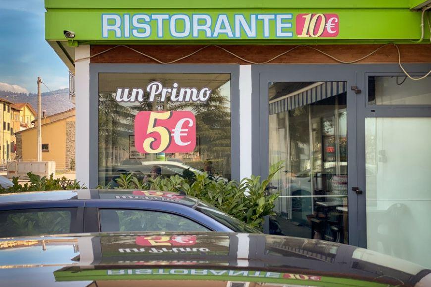 un restaurante italiano en una estación de servicio.