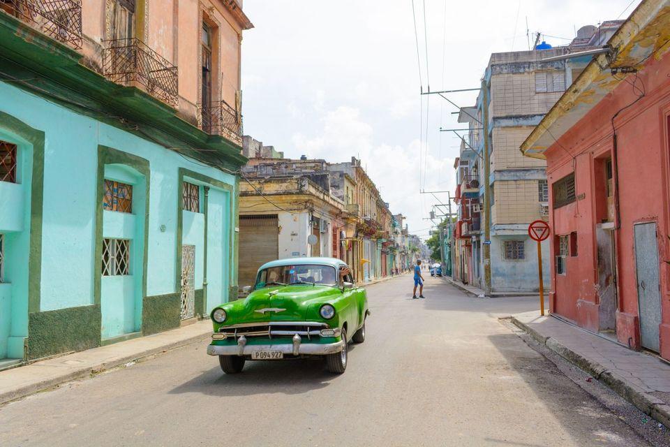 Recorrido en automóvil clásico americano en La Habana