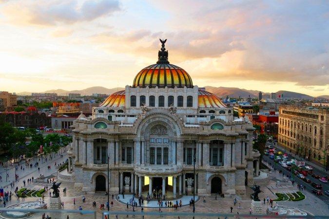 Uno de los muchos edificios históricos hermosos en la Ciudad de México